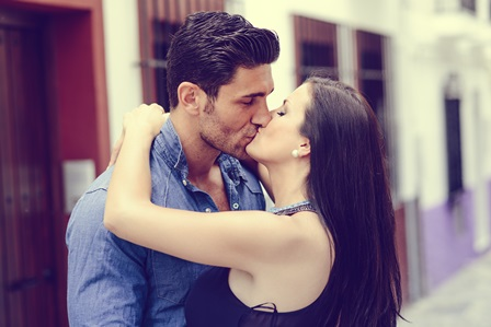 Kissing on the First Date: To Kiss or Not to Kiss?