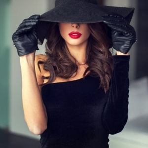 Sexy brunette woman with red lips in hat indoor, sensuality